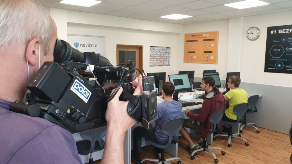 V tomto týdnu jsme slavnostně otevřeli novou učebnu kybernetické bezpečnosti při Střední škole teleinformatiky Ostrava